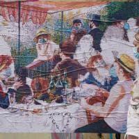 La colazione dei canottieri di Renoir in versione coronavirus: la rivisitazione sul Naviglio Grande a Milano
