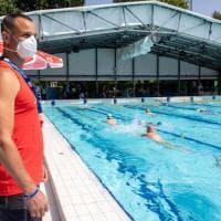 La fase 2 delle piscine: tutti in acqua, si torna a nuotare anche a Milano (ma rispettando le regole)