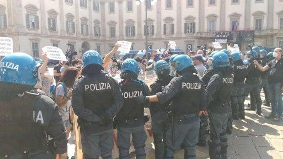 Centrodestra in piazza Duomo a Milano contro il governo, un