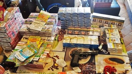 Rapina in tabaccheria a Milano con sequestro della proprietaria: due pluripregiudicati trovati con il bottino