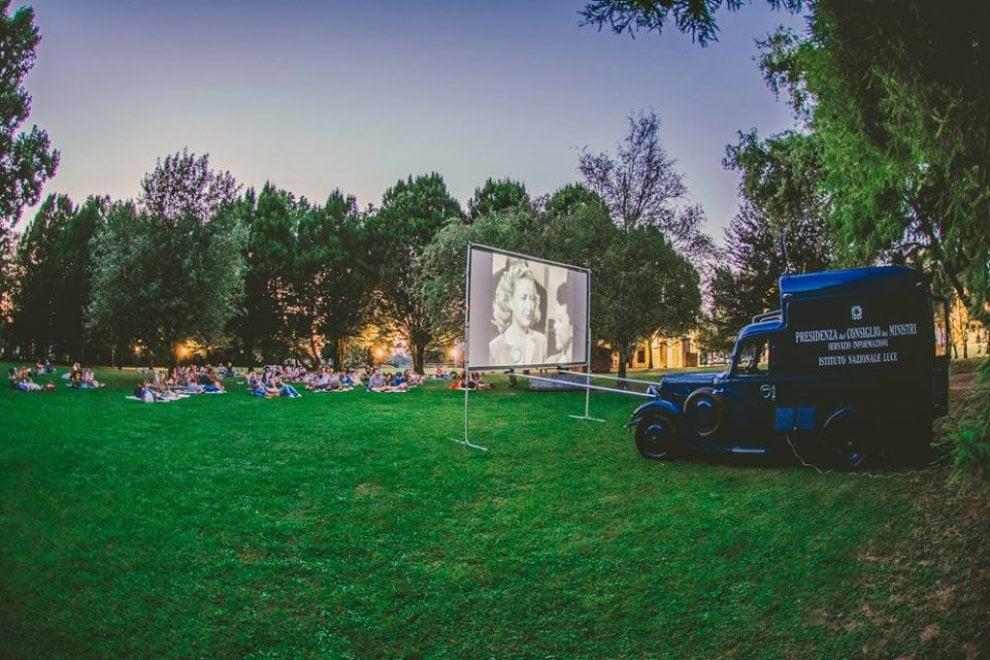 Il CineMobile degli anni Trenta per le proiezioni estive: la raccolta fondi per portare il cinema nei quartieri di Milano