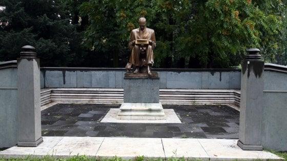"""Statua di Montanelli a Milano, Di Maio: """"Nessuno ha il diritto di rimuoverla"""". Sala: """"Contrario a toglierla, tutti facciamo errori"""""""
