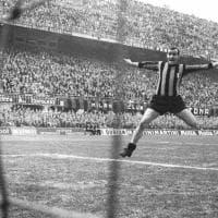 """Mariolino Corso, """"il piede sinistro di Dio"""": morto a Milano il campione dell'Inter degli anni Sessanta"""