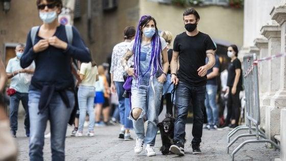 Obbligo di mascherine all'aperto, in Lombardia si valuta lo stop all'ordinanza