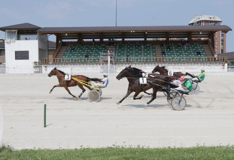 San Siro, i cavalli sono tornati in pista: riaperto l'ippodromo dopo quattro mesi