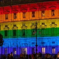 L'arcobaleno del Pride colora Palazzo Marino a Milano