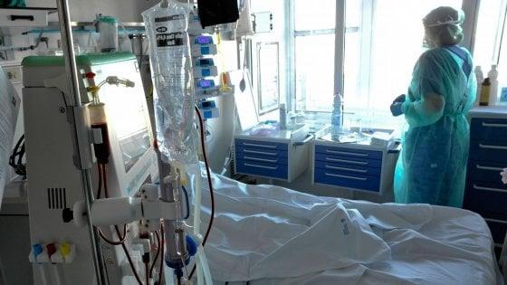 Coronavirus |  lo sfogo dei medici di Pavia |   Ci chiamavano eroi |  ora ci denunciano