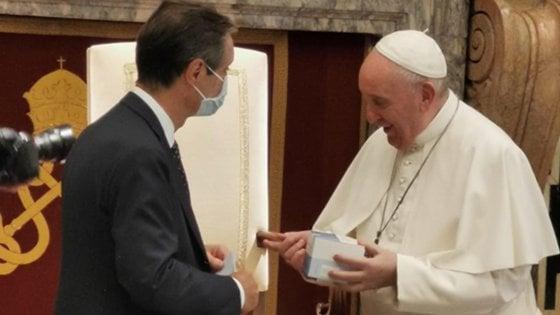 Trasferta romana di Fontana e dei medici, regalati al Vaticano 5 mila test sierologici