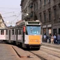Aggredisce autista e si mette alla guida del tram: fermato un 39enne a Milano