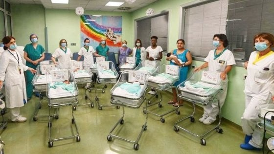 """Giornata da record all'ospedale di Manerbio, in 24 ore nati 16 bambini: """"Abbiamo usato anche le culle di scorta"""""""
