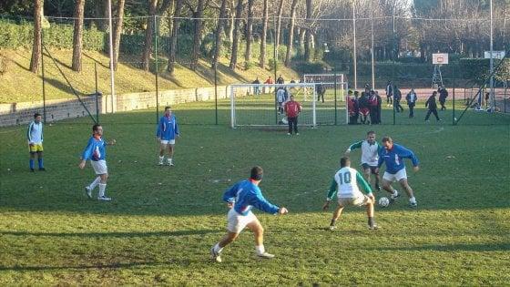 Fase 3, da domani in Lombardia via agli sport di contatto come il calcetto. E oggi riaprono discoteche e sale da ballo, ma solo all'aperto