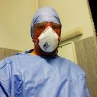 """Lo sfogo dell'infermiere di Cremona: """"Ci risiamo: nuovi pazienti Covid, il virus infetta..."""