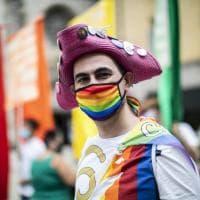 A Bergamo 'spazza l'odio': il presidio di sostegno alla legge Zan contro omotransfobia e misoginia