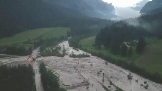 Maltempo, tempesta estiva in Lombardia, vento a 130 all'ora e tetti divelti a Milano