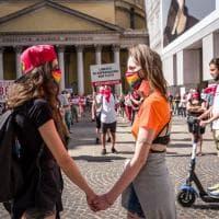 Sentinelli e Sentinelle in piedi: a Milano presidi contrapposti per la legge contro l'omotransfobia