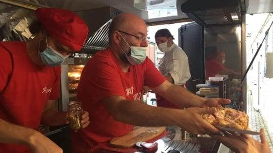 """PizzaAut, il food truck dei ragazzi autistici in trasferta a Montecitorio """"Portiamo ai politici il nostro messaggio di inclusione"""""""