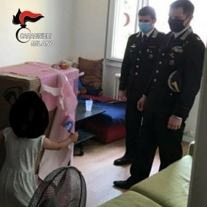 Bollate, un regalo dei carabinieri alla bimba ferita durante la rapina al supermarket