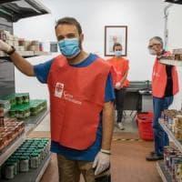 La solidarietà dopo l'emergenza Covid:  boom di volontari a Milano