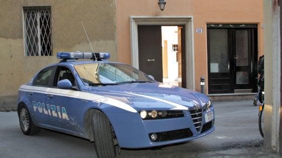 Milano, filma le donne sotto le gonne, arrestato in flagranza dalla polizia