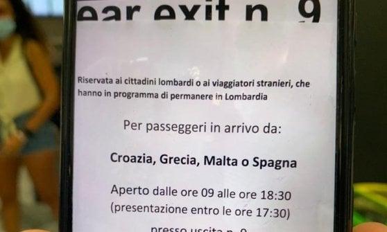 Coronavirus, debuttano i tamponi a Malpensa: code e polemiche per la priorità a stranieri e lombardi