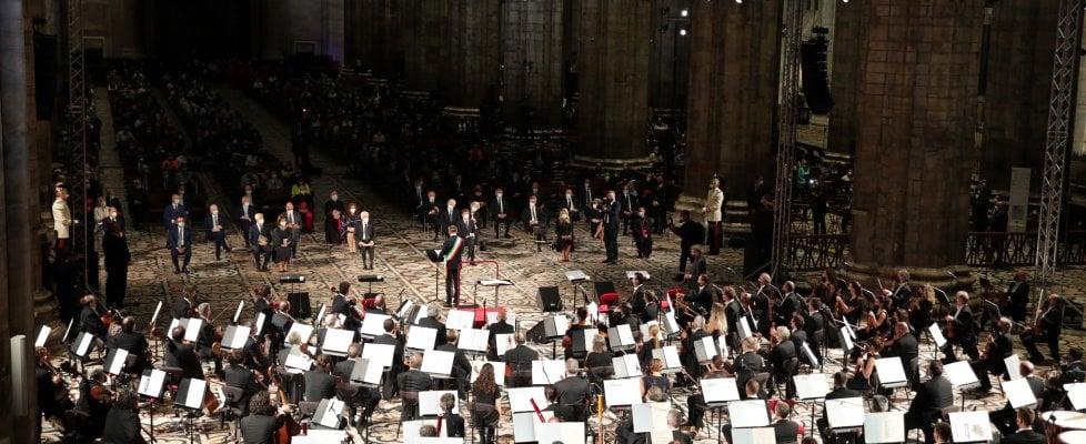 """Messa da Requiem in Duomo per le vittime del Covid, l'arcivescovo: """"Questa terra porta qui i suoi troppi morti"""""""