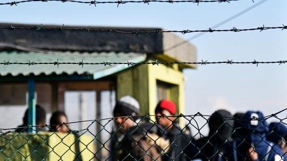 """""""Migranti sui bus solo in alcuni orari, serve posto per studenti e valligiani"""": la richiesta della Lega nella Bergamasca"""
