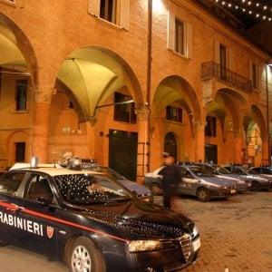 In quattro positivi al Covid, invece di stare a casa in quarantena erano al bar: denunciati a Brescia