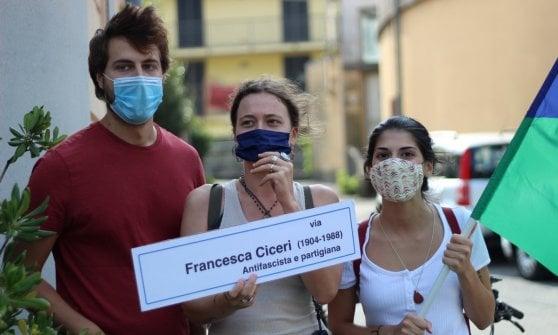 A Lecco tre strade intitolate alle donne: il flash mob con le targhe provvisorie della lista di centrosinistra