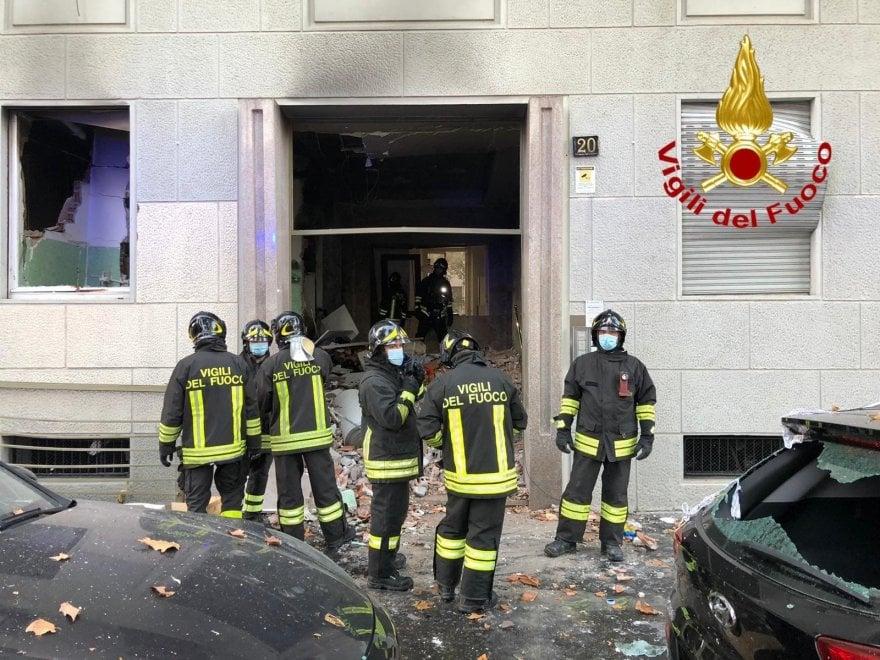 Esplosione in piazzale Libia a Milano: i soccorsi sul posto