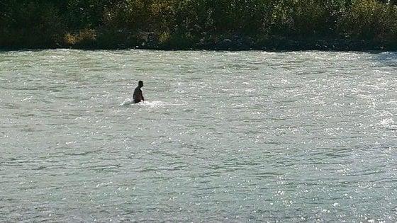 Quindicenne scomparsa nell'Adda, il papà la cerca nel fiume e ora si aggiunge una task force
