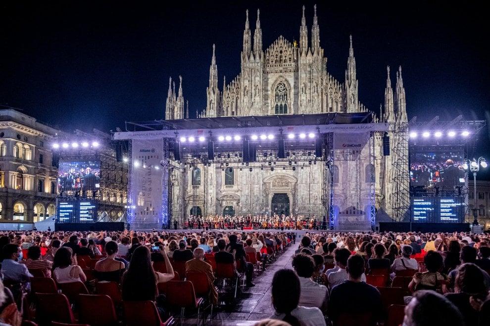 La grande emozione in piazza Duomo per il  primo concerto della Filarmonica della Scala