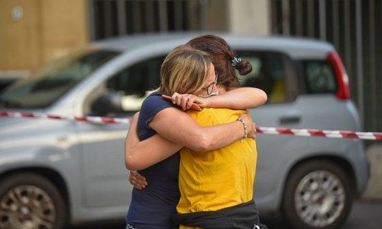 """Como, il prete degli ultimi accoltellato a morte in strada. Le lacrime dei fedeli, un migrante: """"Non può essere lui"""""""