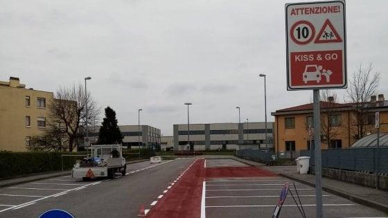 In Brianza nasce l'area Kiss & Go fuori da scuola per evitare assembramenti dei genitori