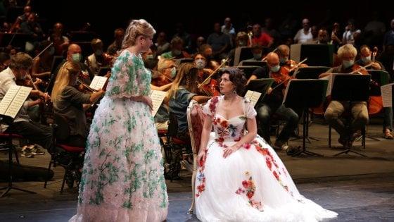 """L'Opera """"in concerto"""" torna alla Scala con la Traviata: ovazione per Zubin Mehta"""