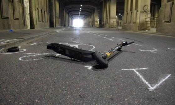 Incidente con il monopattino a Milano, sbanda e si scontra con un'auto: grave un 34enne