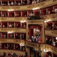 Alla Scala applausi per Mattarella e Steinmeier: l'orchestra li accoglie con gli inni nazionali