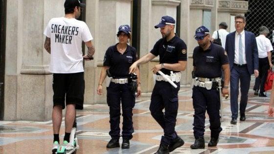 In tre mesi 150 incidenti e 350 multe a Milano: è sempre più monopattino selvaggio