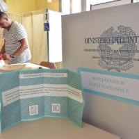 Referendum, presidenti di seggio in fuga: il Comune di Milano in extremis