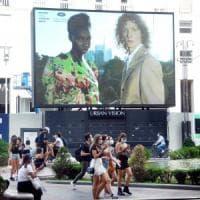 Tra sfilate fisiche e digitali, la moda si riprende la scena a Milano