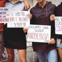 La protesta della minigonna arriva a Milano: