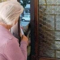 Si spaccia per la nipote e chiede soldi e oro: ma l'anziana signora capisce la truffa e...