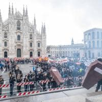 """""""Vogliamo una scuola accessibile e sicura"""": la protesta degli studenti in piazza Duomo"""