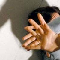 Pena ridotta al marito stupratore per la