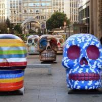 I teschi giganti e colorati della Design Week invadono il centro di Milano