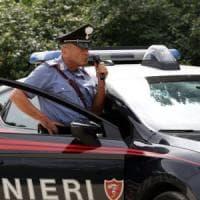 Aggredisce la moglie con 10 coltellate: arrestato nel Pavese