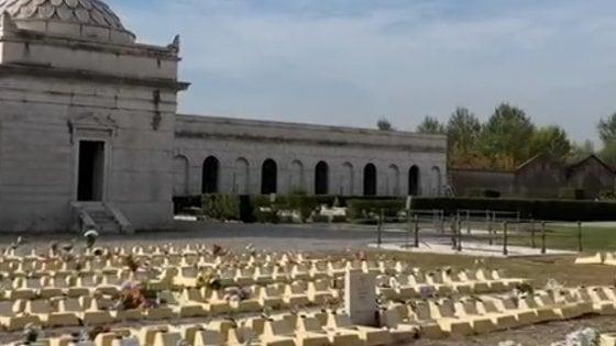 """Cimitero dei feti a Brescia, la denuncia di una donna: """"Non erano autorizzati, sulla tomba c'è il mio cognome"""""""