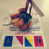 Salta la festa patronale a causa del Covid, il sindaco regala biscotti ai