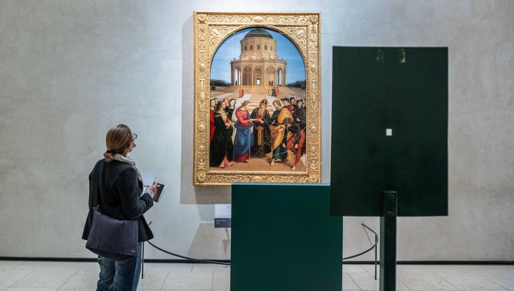 Performing Raffaello: alla Pinacoteca di Brera torna l'allestimento di Bruno Munari per lo Sposalizio della Vergine