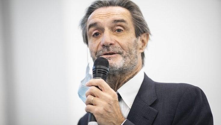 """Coronavirus in Lombardia, Fontana: """"O riduciamo la gente che va a scuola o quella che va..."""