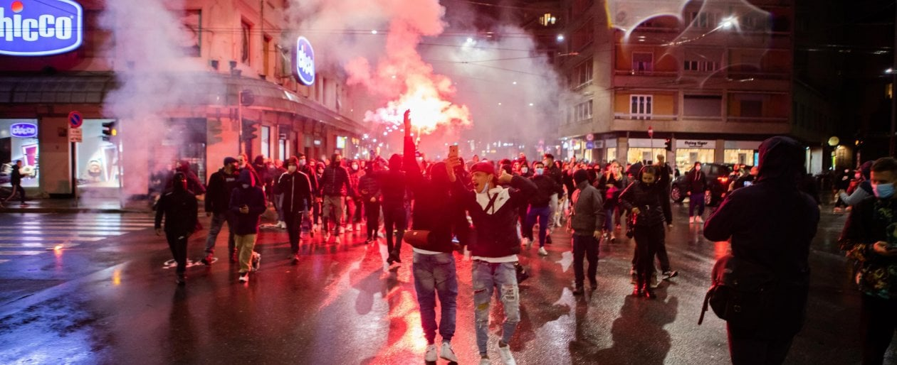 Proteste contro le misure anti Covid a Milano, ultrà, destra e ragazzi di periferia: chi...